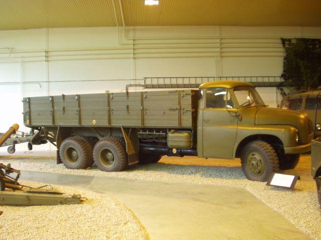 tatra-t-138-militaer-hlavac-300505-01.jpg